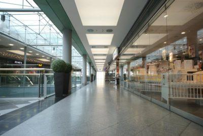 Axelor Lichtdecke in einem Einkaufszentrum