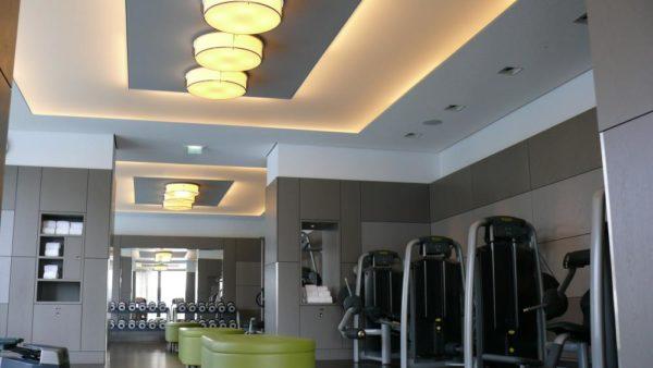 Axelor Lichtdecke in einem Fitnessstudio