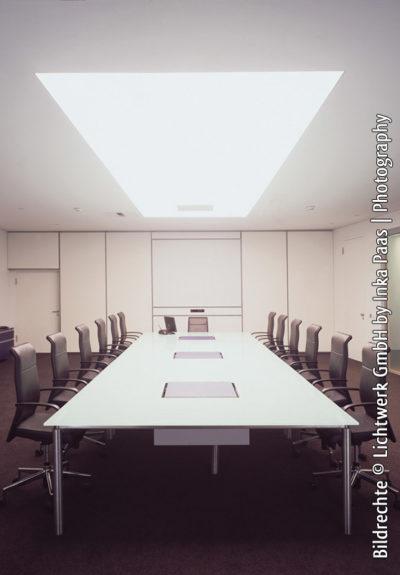 Axelor Lichtdecke in einem Konferenzraum